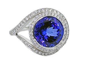 Unique Tanzanite and diamond ring