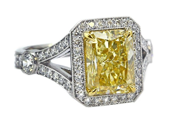 Fancy lt yellow 3.11ct radiant diamond split shank