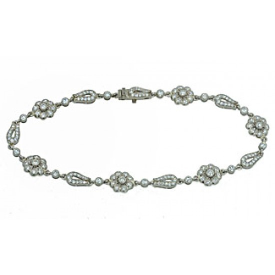 Flower looped link pave' diamond bracelet 18k